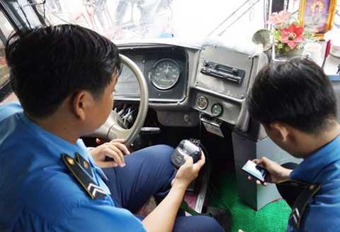 Kiểm tra thiết bị giám sát hành trình trên xe ô tô. Nguồn: Interrnet