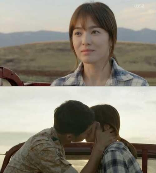 Bác sĩ Mo Yeon (Song Hye Kyo) và đại úy Shi   Jin (Song Joong Ki) tiếp tục đốn tim fan vì những nụ hôn đẹp. Những cảnh