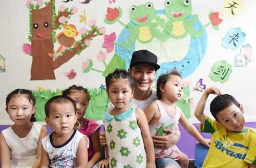 Huỳnh Hiểu Minh mong muốn có càng nhiều con càng tốt.