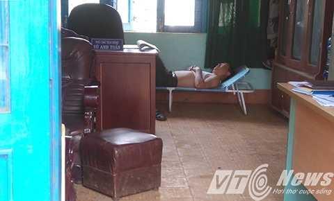 Ông Tuấn nằm ngủ say khi PV vào công tác