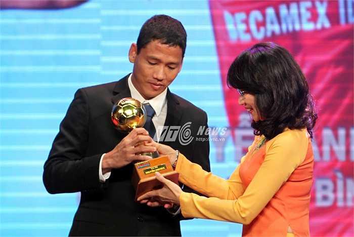 Anh Đức là cầu thủ xuất sắc nhất Việt Nam 2015 (Ảnh: VSI)
