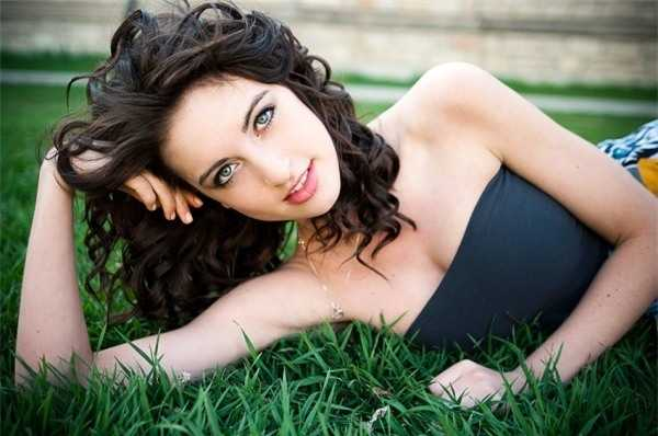 Siera Bearchell - Hoa hậu xuyên quốc gia Canada.