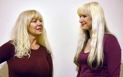 Mẹ Janet, 57 tuổi và Jane, con gái, 35 tuổi.
