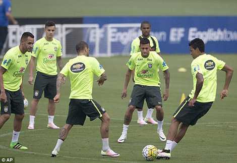 Neymar và các đồng đội quyết tâm đánh bại Uruguay của Luis Suarez