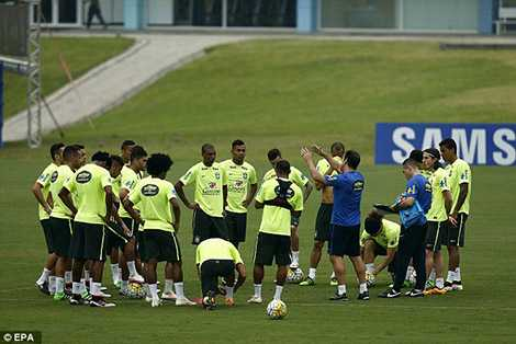 Brazil cần 3 điểm trên sân nhà để vươn lên vị trí thứ hai