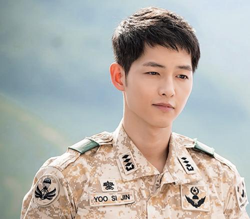 Song Joong Ki trong Hậu duệ mặt trời. Ảnh: KBS