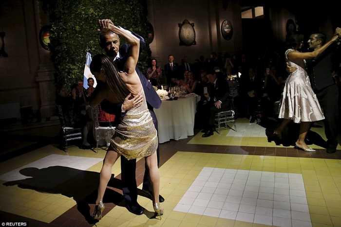 Điệu nhảy được diễn ra trong bữa tiệc chiêu đãi ông Obam tại thủ đô Buenos Aires, Argentina