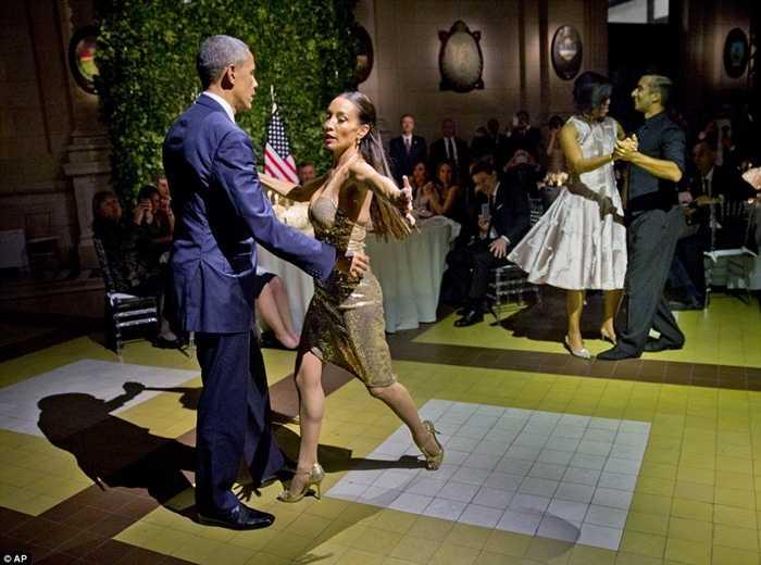 Phu nhân Tổng thống Obama cũng tham gia vào điệu nhảy này