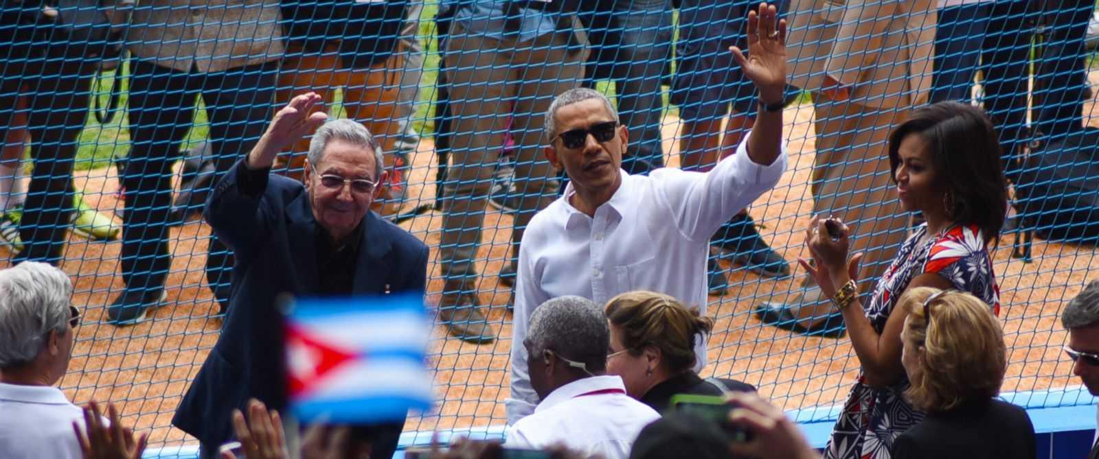 Tổng thống Mỹ và nhà lãnh đạo Cuba xem bóng chày