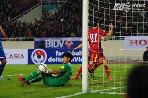 Văn Toàn có bàn ra mắt trong trận chính thức đầu tiên cho tuyển Việt Nam