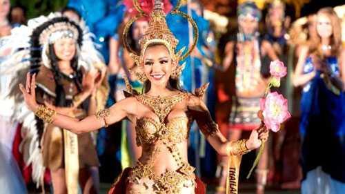 Trang phục dân tộc đẹp nhất thuộc về Rattikorn Kunsom - Hoa hậu Thái Lan.