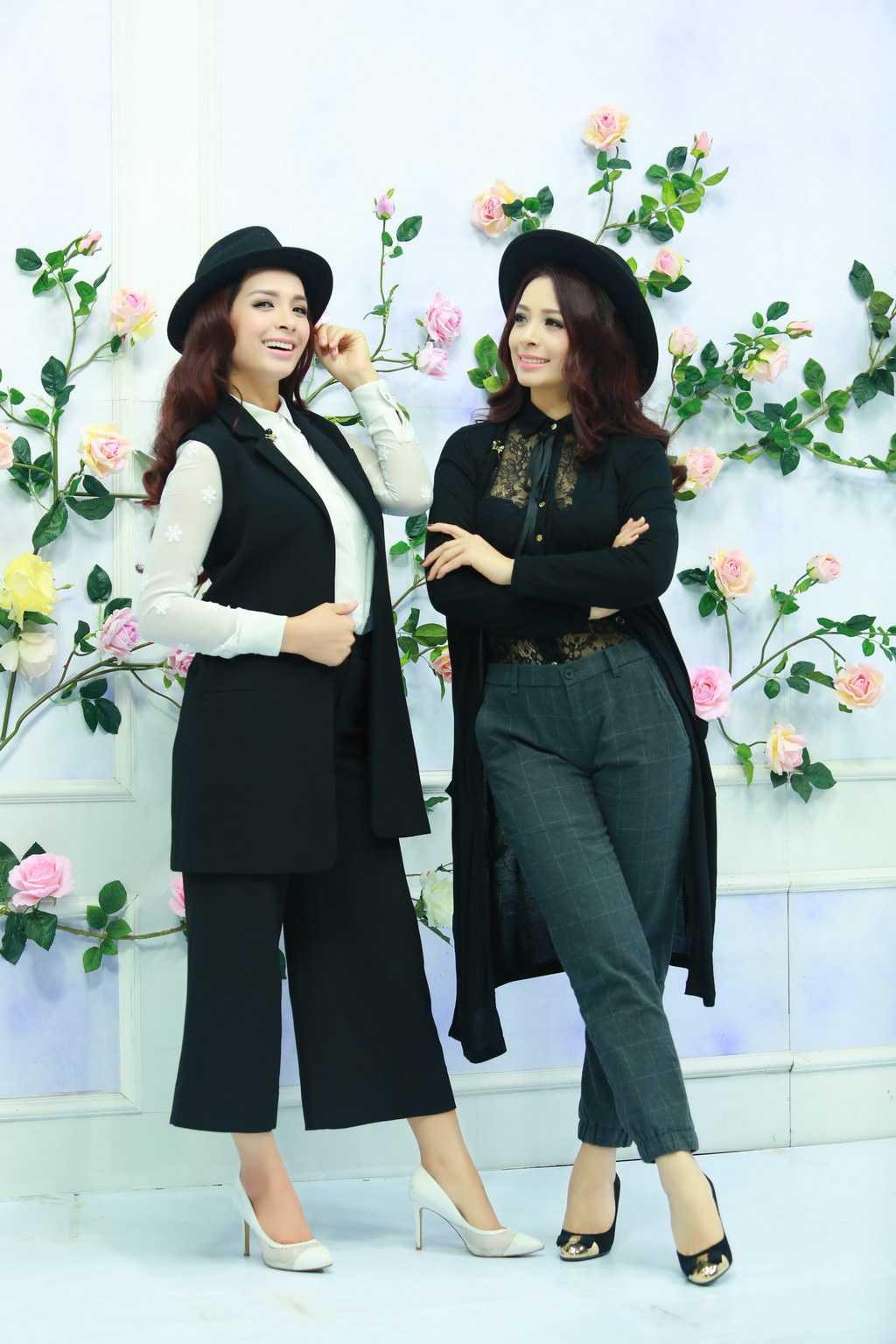 Để giúp Thuý Hằng - Thuý Hạnh có style ấn tượng xuất hiện trong show thời trang sắp tới, nhà thiết kế Nguyễn Lan Hương đã thiết kế riêng cho cả hai những bộ cánh ton sur ton.