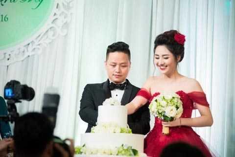 Hình ảnh Á hậu Trà My rạng rỡ bên người chồng đại gia trong ngày cưới. Ảnh: Tiền Phong