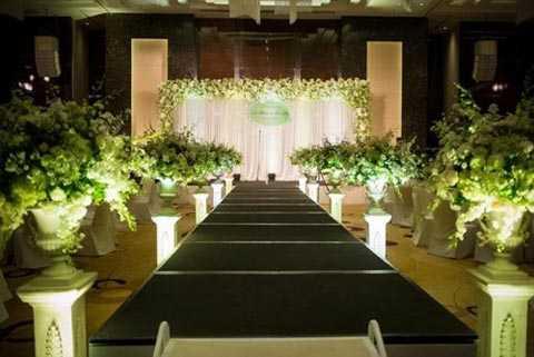 Không gian tổ chức tiệc cưới của cặp đôi được trang trí cầu kỳ, đẹp mắt. Ảnh: Tiền Phong.