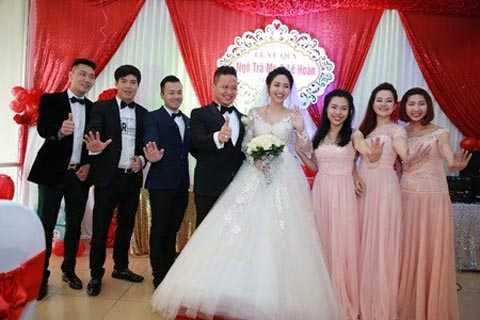 Có thông tin tiết lộ, chú rể Lê   Hoàn từng làm việc tại Canada trước khi về Việt Nam. Gia đình anh khá   nổi tiếng ở Hải Dương về độ giàu có. Ảnh: ĐSPL.