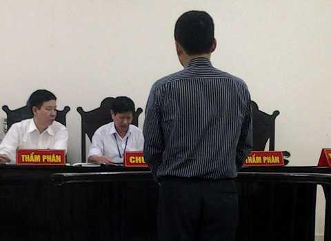 Bị cáo Hoàng Tiến Dũng bị đưa ra xét xử tội