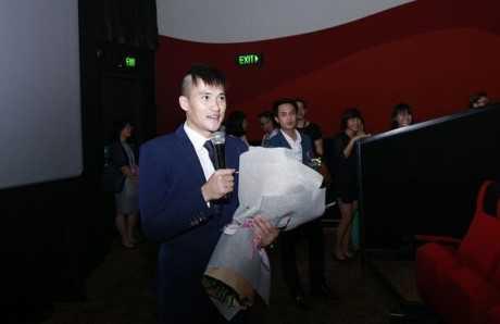 Công Vinh đến dự buổi ra mắt phim của Thủy Tiên