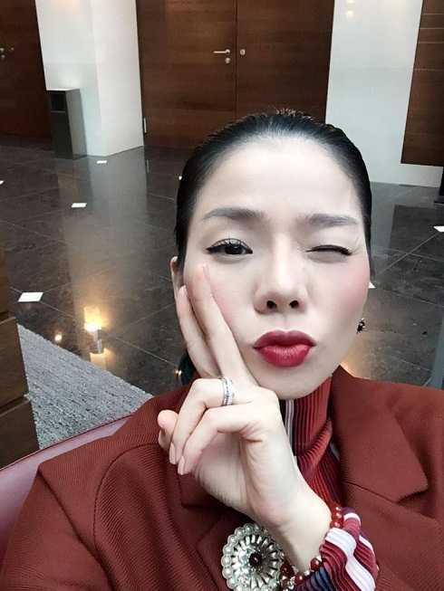 Lệ Quyên khoe ảnh đi lưu diễn tại Đức. Cô là một trong những ca sĩ Việt đắt show tại hải ngoại