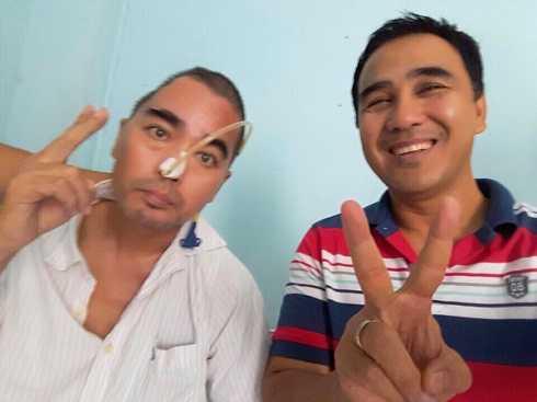 MC Quyền Linh đăng ảnh chụp với diễn viên Nguyễn Hoàng. Anh gửi lời cảm ơn tới những đồng nghiệp, người hâm mộ giúp đỡ Nguyễn Hoàng trong thời gian qua