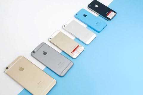 Nhiều mẫu iPhone đời cũ giảm giá mạnh. Ảnh: Tuấn Anh.