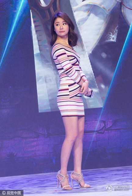 """Sau gần 20 năm nổi tiếng với vai diễn trong phim """"Hoàn Châu Cách Cách"""", Lâm Tâm Như vẫn sở hữu vẻ trẻ trung đáng ngạc nhiên dù năm nay cô đã 40 tuổi."""