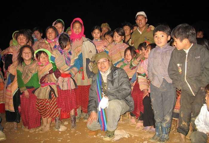 Nhà báo Đỗ Doãn Hoàng trong một chuyến công tác tại tỉnh Lào Cai.