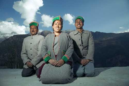 Devi và hai người chồng, vốn là anh em trai.
