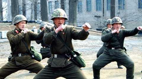 Quân đội Triều Tiên trong một buổi luyện tập - Ảnh: AFP