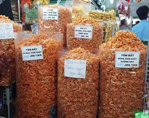 Những loại tôm khô bóc nõn mang mác đặc sản Cà Mau có màu đỏ bất thường là đã được nhuộm màu