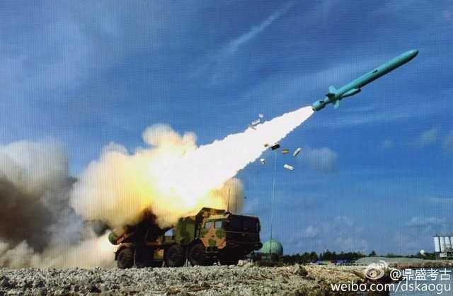 Bức ảnh đăng trên Weibo với tên lửa chống hạm YJ-62 phóng từ một vị trí được cho là ở đảo Phú Lâm