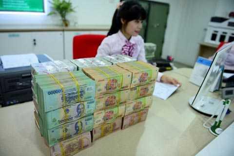 Cuộc đua tăng lãi suất tiền gửi của nhiều nhà băng bắt đầu vào giai đoạn nóng. Ảnh minh họa: Anh Tuấn.