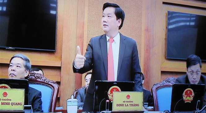 Bộ trưởng Đinh La Thăng phát biểu tại phiên họp - Ảnh: V.V.T.