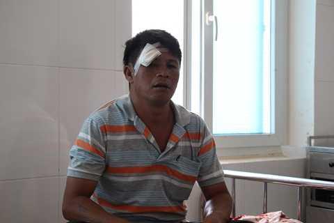 Anh Ngọc đang điều trị tại bệnh viện huyện Krông Bông