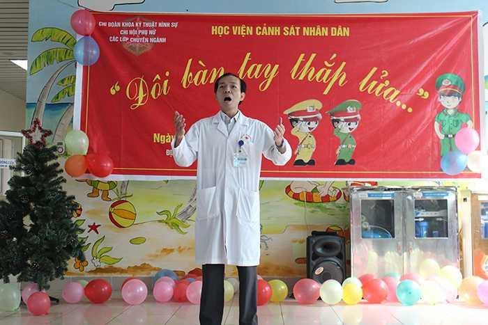 Nhiều tiết mục văn nghệ của các giảng viên, học viên và bác sỹ tại bệnh viện K3 được cổ vũ nồng nhiệt.