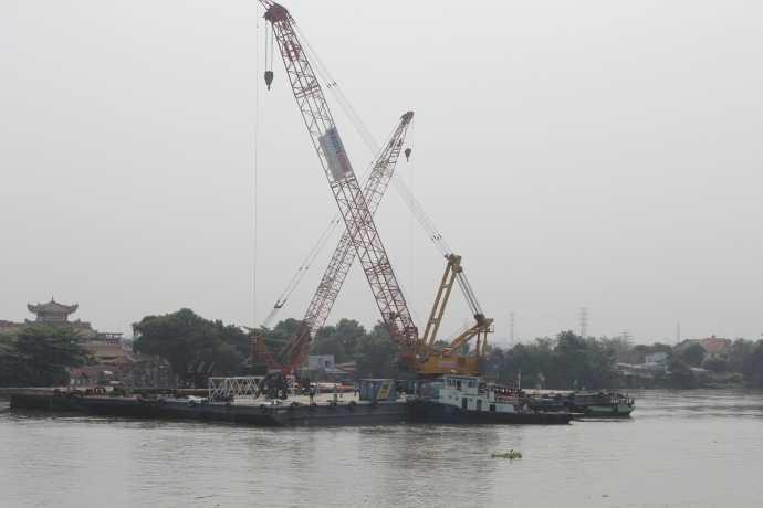 Sà lan hàng nghìn tấn và cẩu loại lớn nhất Việt Nam đã sẵn sàng cho công tác trục vớt.