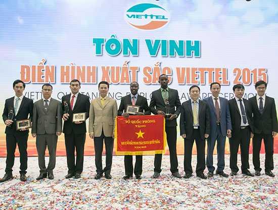 Viettel tôn vinh 3 tập thể và 6 cá nhân điển hình xuất sắc đại diện cho các đơn vị của Viettel trên toàn cầu.