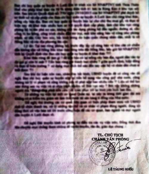 Văn bản được cho là mạo chữ ký của chánh văn phòng UBND huyện A Lưới với nhiều lỗi sai sơ đẳng so với thể thức của một văn bản hành chính và đáng nói văn bản được ban hành vào ngày chủ nhật (ngày nghỉ). (Ảnh chụp bản photocoppy).