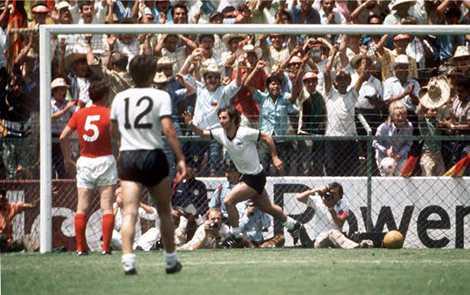 Gerd Muller ấn định chiến thắng 3-2 cho Tây Đức tại World Cup 1970