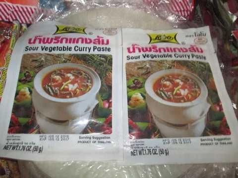 Gia vị lẩu thái chua cay với công dụng làm ngọt nước như ninh xương được bán tại chợ Đồng Xuân. Ảnh: Ngọc Thi