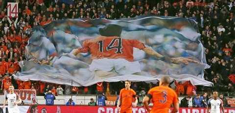 Bóng đá Hà Lan tưởng niệm huyền thoại Johan Cruyff