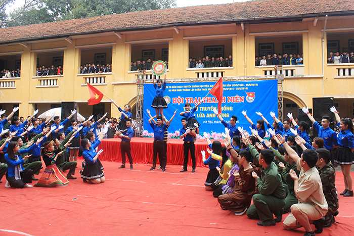 6 đội tham gia cuộc thi với những tiết mục dân vũ hay, đặc sắc, nhận được sự cỗ vũ nồng nhiệt.