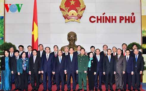 Các thành viên Chính phủ chụp ảnh lưu niệm