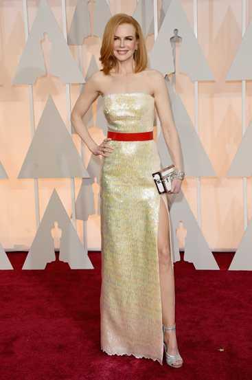 Nicole Kidman từng đeo đôi khuyên tai 7   carat, vòng tay 82 carat và một cặp nhẫn platinum đính kim cương. Cả bộ   này có giá bán lên tới 9 triệu USD (hơn 192 tỷ đồng).