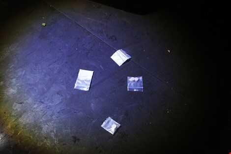 Các chất nghi vấn là ma túy được phát hiện.