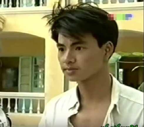 Xuân Bắc vào vai Cường, anh nông dân láu cá, luôn tìm cách tán tỉnh con gái ông Mộc. Dù chỉ là một vai diễn nhỏ nhưng nam diễn viên quê Phú Thọ sớm bộc lộ năng khiếu diễn hài.