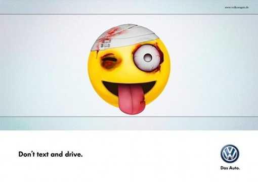 """Volkswagen luôn sáng tạo trong mọi mẫu quảng cáo của mình. """"Đừng nhắn tin khi lái xe"""" – Biểu tượng mặt cười trong tin nhắn chat được hãng sử dụng rất thông minh."""
