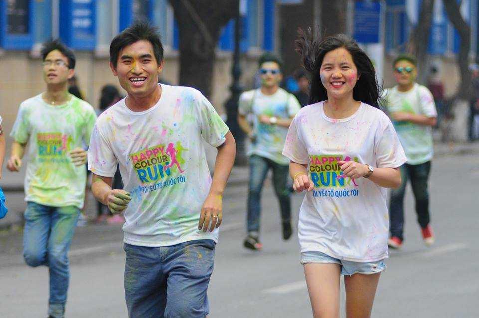 Rất nhiều bạn trẻ đã tham gia đường chạy rực rỡ sắc màu.