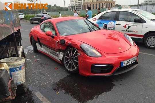 Được biết, vụ tai nạn này xảy ra nằm trong sự kiện trải nghiệm các dòng xe Porsche tại Việt Nam - mang tên Porsche World Roadshow 2016 đang được tổ chức tại Quận 7, TP HCM.
