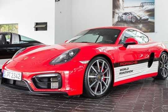 Porsche World Roadshow là một trong những sự kiện trải nghiệm xe khá ấn tượng, đã được tổ chức tại 45 quốc gia và thu hút hơn 42.000 khách hàng tham dự. Đây là lần đầu tiên sự kiện này được tổ chức tại Việt Nam.