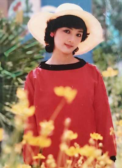Nhiều fan khen Giáng My thời trẻ mang vẻ đáng yêu như búp bê bằng sứ của Nhật Bản.